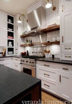 New kitchen ideas black countertops hoods 39 ideas Kitchen Black Counter, Kitchen Tiles, New Kitchen, Kitchen Decor, Kitchen Cabinets, Kitchen White, Black Granite Kitchen, Black And Cream Kitchen, Kitchen Centerpiece