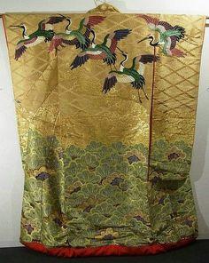 This is an marvelous vintage Uchikake from Taisho period (1912-1926). Kimono Flea Market ICHIROYA