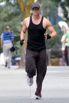 Kellan Lutz, I would run anywhere with this man❤️