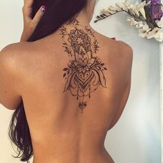 Attractive Back of Neck Tattoo Designs - tatoo ideas - Tatouage Pretty Tattoos, Sexy Tattoos, Beautiful Tattoos, Body Art Tattoos, Tatoos, Feminine Tattoos, 3d Tattoos, Female Back Tattoos, Boho Tattoos