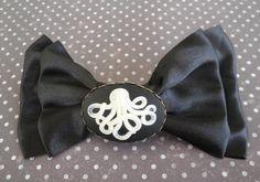 Barrette noeud satin noir camée octopus pieuvre  Mimischkä