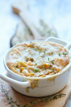 If you've got extra turkey meat from Thanksgiving, dont let it go to waste! Why not use it for this Hearty Leftover Turkey Pot Pie? This easy pot pie recipe gives you that same great Thanksgiving turkey taste, but in a totally different form. Thanksgiving Leftover Recipes, Leftover Turkey Recipes, Thanksgiving Leftovers, Leftovers Recipes, Turkey Leftovers, Thanksgiving Celebration, Thanksgiving Food, Holiday Recipes, Turkey Dishes
