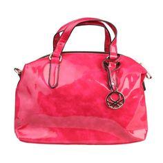 Nos gusta mucho este bolso bandolera de Benetton.  ¿Qué te parece? #Benetton #moda #mujer #bolso #rosa #bandolera
