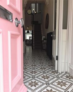 Step inside Claire's beautiful Victorian terrace - a pink front door, a freestanding bath and a black Smeg fridge is just the tip of the.Claire's # home remodel Victorian Terrace Hallway, Victorian Terrace Interior, Victorian Homes Exterior, Victorian House Interiors, Victorian Front Doors, Victorian Porch, Edwardian Hallway, Modern Victorian, Pink Hallway