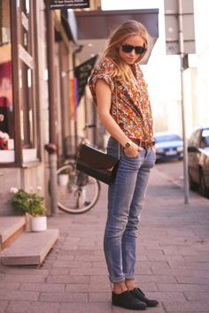 what-do-i-wear:    shoes – HM, shirt – vintage, jeans – cubus, belt – second hand, watch – casio  (image: thefashioneaters)