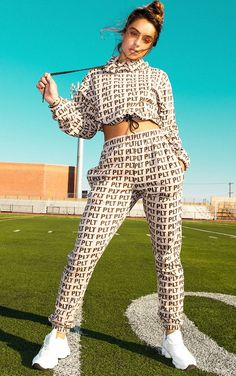 The PLT Stone Print Joggers. Head online and shop this season's range of activewear at PrettyLittleThing. Swag Outfits For Girls, Sporty Outfits, Girl Outfits, Kim Possible Cosplay, Active Wear For Women, Girl Poses, Lounge Wear, Joggers, Outfits