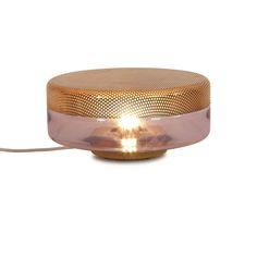 Lampe à poser Light Drop Big, violet, cuivre, de Pulpo, désignée par le Studio E27. #lampeaposer #light #drop #big #violet #cuivre #pulpo #studio #e27 #table #lamp #design