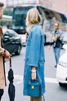 Outfits and Looks, Ideas & Inspiration New York Fashion Week SS (Vanessa Jackman) - Go to Source - Denim On Denim, Denim Look, Denim Style, Blue Denim, Denim Fashion, Look Fashion, Fashion Outfits, Fashion Trends, Fashion Details