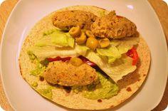 We love our kitchen: Cícerové karbonátky v tortilleAhoj! Zeleninové kar...