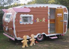 People who own vintage camping trailers are some of the friendliest, funniest, and most creative people we've met. Vintage Campers Trailers, Retro Campers, Vintage Caravans, Camper Trailers, Classic Trailers, Old Campers, Little Campers, Glam Camping, Travel Trailers