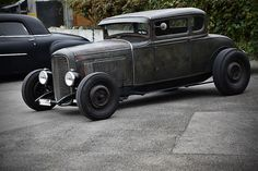 Chopped '30-'31 Ford coupe on a Deuce frame, Guide headlamps.