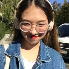 i hate when the sun does that thing and like my eyes do that other thing and then the wind hits and i look a lil bit like humpty dumpty after he fell from the wall Asian Glasses, Cute Glasses, Girls With Glasses, Girl Glasses, Close Up, Selfies, Shabby Chic Headbands, Rosette Headband, Korean Makeup Tutorials