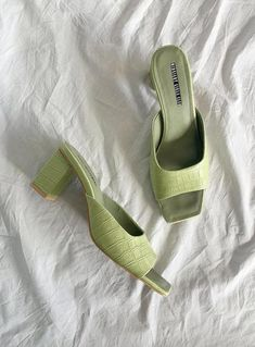 Dr Shoes, Me Too Shoes, Shoes Heels, Aesthetic Shoes, Aesthetic Clothes, Pretty Shoes, Cute Shoes, Fancy Shoes, Mint Green Aesthetic