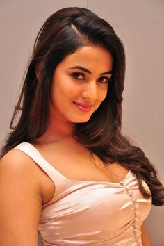 Sonal Chauhan Latest Stills http://www.myfirstshow.com/gallery/events/view/15384/.html