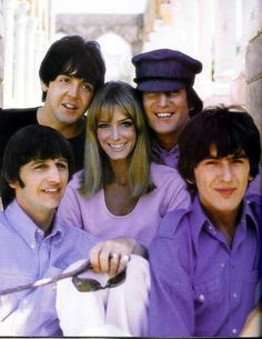 Paul McCartney, John Lennon, Richard Starkey, and George Harrison Who is the lucky girl in the middle? The Beatles Help, Beatles Band, Beatles Love, Beatles Photos, Ringo Starr, George Harrison, John Lennon, Paul Mccartney, Beetles