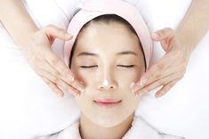 10 Korean Beauty Secrets Every Woman Needs to Know (Korean Beauty Hacks) Natural Hair Mask, Natural Hair Styles, Natural Beauty, Beauty Secrets, Beauty Hacks, Beauty Tips, Beauty Care, Beauty Style, Diy Beauty