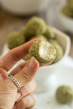 Looking for a some keto-friendly snacks to power you through the day? Then check out these 10 delicious keto matcha fat bombs. They're easy to make and the perfect energy snacks, breakfasts, and desserts. Low Carb Desserts, Low Carb Recipes, Real Food Recipes, Healthy Recipes, Vegetarian Keto, Vegan Keto, Ketogenic Recipes, Ketogenic Diet, Ketosis Diet