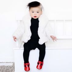 Fun and easy Halloween costume for kids and toddlers. #costumes #cruelladevil #kidscostumes