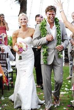 Lindsey & Lee's gorgeous beach wedding on the North Shore of Oahu. Hawaii wedding planner