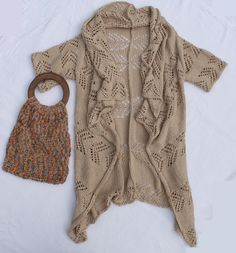 "the sweetest boho cardigan ""Nobiletta"" by Stilista Karlotta www.etsy.com/de/shop/stilistakarlotta www.stilistakarlotta.com love the bag as well!  außergewöhnliche Strickjacke Nobiletta mit von StilistaKarlotta"