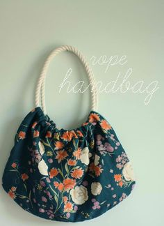 Learn how to make a handbag or purse using any of these free bag patterns. These DIY bags and purses patterns include a range of styles. You'll love sewing your own bags and purses from DIY tote bags to free purse patterns and everything in between. Handbag Tutorial, Diy Handbag, Sewing Tutorials, Sewing Crafts, Sewing Projects, Upcycling Projects, Bag Tutorials, Diy Crafts, Craft Tutorials