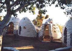 démonstration village en sacs de terre