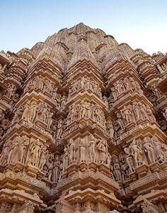 Khajuraho Temple in Khajuraho, Madhya Pradesh, India Temple Architecture, Beautiful Architecture, Angkor, Temple Indien, Khajuraho Temple, Amazing India, Indian Temple, Madhya Pradesh, Tourist Places