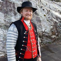 #fanabunad #fanatrøye #strikketrøye #herrebunad #bunad Blazer Jacket, Vest, Bergen, Norway, Costumes, Knitting, Instagram Posts, Jackets, Fashion