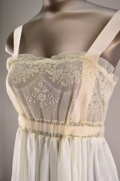1940s nightgown / Vintage lingerie / 40s boudoir by melsvanity