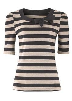 63. Black and White Striped Scoop Neck Shirt with Bow ------------------- Key: Ribbon, Black, White, Tops, Clothes ...repinned vom GentlemanClub viele tolle Pins rund um das Thema Menswear- schauen Sie auch mal im Blog vorbei www.thegentemanclub.de
