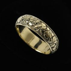 Vintage Mens Wedding Band Intricately Carved Solid 18K Gold Ring