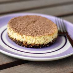 Baked honey cheesecake with a chocolate-hazelnut crust