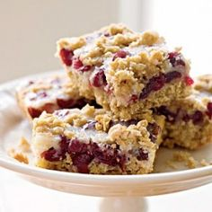 Cranberry-Oatmeal Bars by Cooking Light. These cranberry-oatmealbar cookies strike a nice flavor balance: not too sweet and not too tart. Be sure to zest the orange before you squeeze the juice. Check out the website to see Oatmeal Cranberry Bars Recipe, Cranberry Sauce, Cranberry Squares Recipe, Cranberry Cookies, Cookie Recipes, Dessert Recipes, Dinner Recipes, Muffins, Bolo Cake