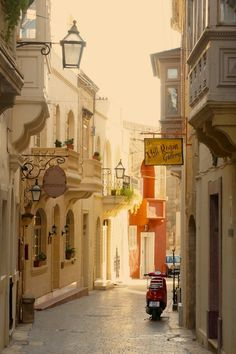 The absolutely stunning streets of Victoria, Gozo. Take a tour of some amazing streets, alleyways and doorways on Malta and Gozo.