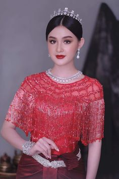 Cambodian Wedding Dress, Khmer Wedding, Hollywood Actresses, Indian Actresses, Akshay Kumar, Traditional Clothes, Beautiful Asian Girls, Girls Image, Blouse Designs