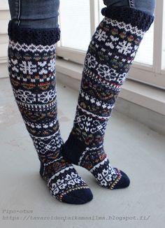 Tavaroiden taikamaailma: Ystävänpäiväsukat Wool Socks, Knitting Socks, Leg Warmers, Sewing Ideas, Knits, Legs, Crochet, Fabric, Fashion