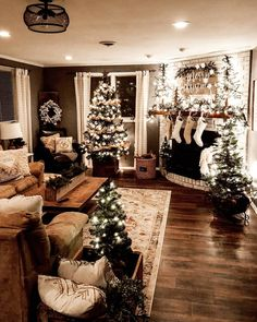 Looking for for pictures for farmhouse christmas decor? Check this out for amazing farmhouse christmas decor images. This particular farmhouse christmas decor ideas seems to be excellent. Merry Little Christmas, Noel Christmas, Christmas Cookies, Christmas House Lights, Christmas In November, Home Decor For Christmas, Christmas 2019, Christmas Tree Simple, Tv Stand Christmas Decor
