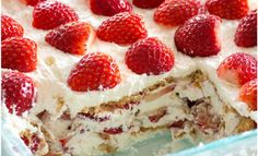 Strawberry Icebox Cake is the perfect summer treat. Strawberries, whipped cream, and graham crackers are all you need to make this no-bake dessert wonder! No Bake Desserts, Just Desserts, Delicious Desserts, Dessert Recipes, Yummy Recipes, Yummy Food, Refrigerator Cake, Fridge Cake, Baked Strawberries