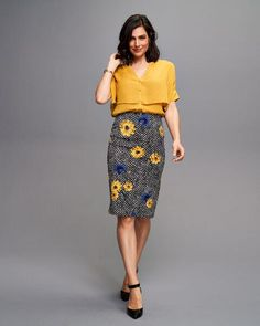 Love this outfit for work. The Mustard yellow/gold that is in style for fall, and hoodstooth/mixed with flowers that can make versatile with shirt to wear. Fit taylored just above knee is flattering too. Yellow Pattern, Cool Style, My Style, Mustard Yellow, Fashion Advice, Clothing Patterns, Herringbone, High Waisted Skirt, Dress Up