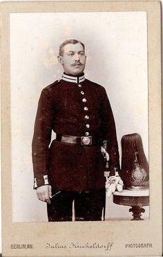 CDV photo Soldat mit Pickelhaube und Busch - Berlin um 1900