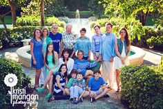 GREAT color coordinating for large, extended family portrait #kristimanganphotography #coltandcoopsupplyanddesign