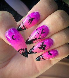 Manicura rosa y violeta para Halloween