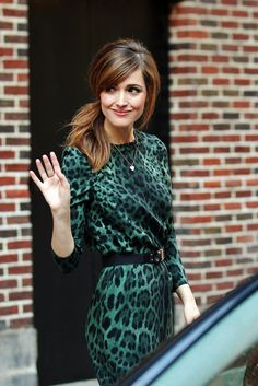 Rose Byrne. Hairstyle and green leopard print.