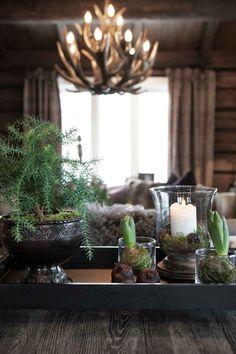 Keltainen talo rannalla: Rustiikkia ja makuuhuoneen muutos Scandi Home, Cosy Winter, New Farm, Winter House, Warm And Cozy, Happy Holidays, Flower Arrangements, Home Goods, Rustic