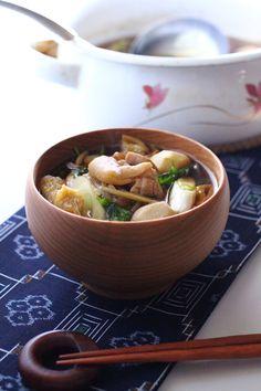 秋のご当地レシピ とろける里芋がおいしい 芋煮を作ろう! | レシピ ... 東北の一部のエリアでは里芋のことを「芋のこ」と呼びます。里芋の親芋のまわりに育つ小さな芋を小芋や孫芋と呼んで、芋のこ汁によく使います。小芋や孫芋は柔らかくて ...
