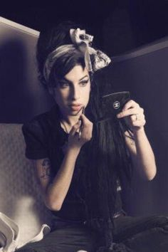 See Amy Winehouse pictures, photo shoots, and listen online to the latest music. Divas, Amy Winehouse Style, Soul Jazz, Jazz Blues, Beautiful Voice, Latest Music, Girlfriends, Punk, Singer
