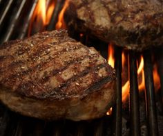 Steak Diane Sauce Recipes for Filet Mignon Bison Recipes, Paleo Recipes, Whole Food Recipes, Cooking The Perfect Steak, Great Steak, Chorizo, Venison Steak, Beef Steaks, Whole Foods