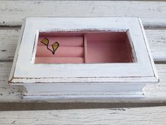 SHABBY CHIC JEWELRY Box White Distress Wood by SouthamptonVintage Shabby Chic Jewellery Box, Jewellery Storage, Jewelry Box, Farmhouse Chic, Vintage Farmhouse, Vintage Kitchen, Shaby Chic, Shabby Look, Business Products