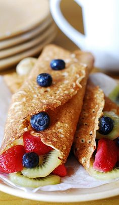 Sweet crepes with ricotta cheese, berries, and kiwi | JuliasAlbum.com | #breakfast #fruit