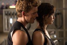 DIE TRIBUTE VON PANEM - CATCHING FIRE Finnick (Sam Claflin) und Katniss (Jennifer Lawrence)